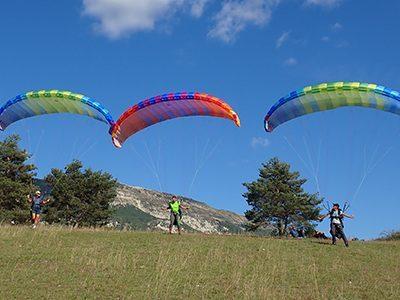 site-parapente-saint-andre-les-alpes-decollage-atterissage-pente-ecole-mont-chalvet-7-p1yiju3o468kud2h8yq4ej8pqgangrxk4zvbf72yt4